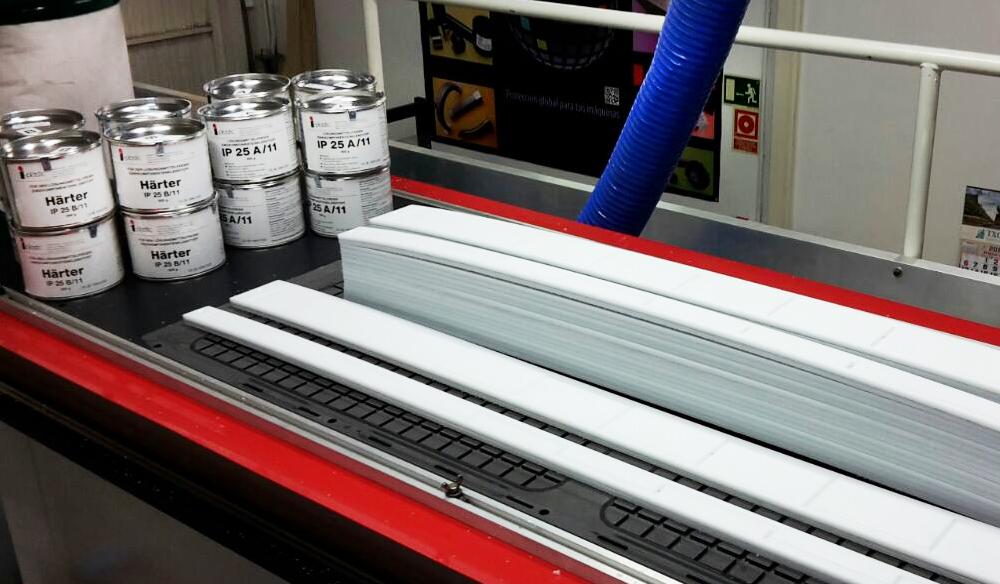 Slide guides Biplast-V® for machinery