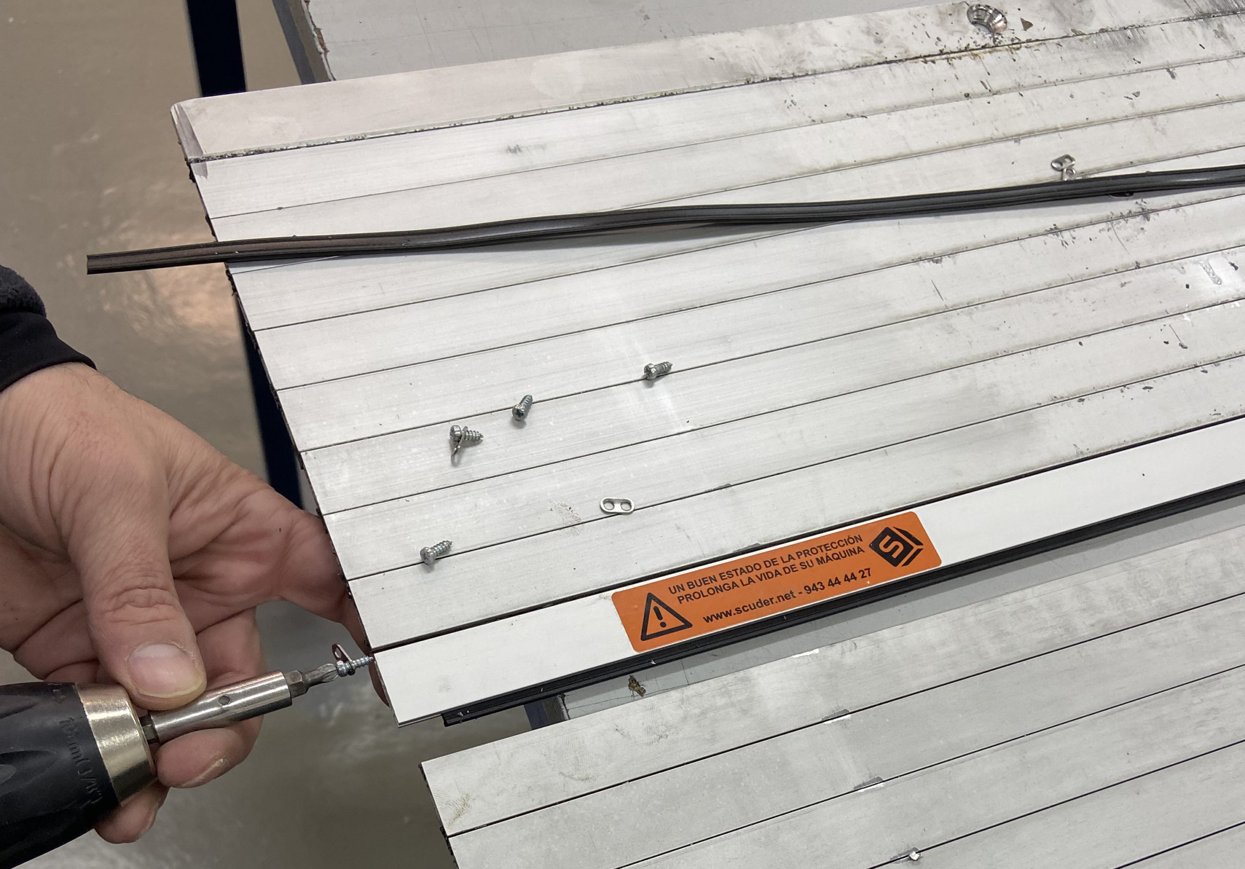 Repairing protection blinds for machines with reel