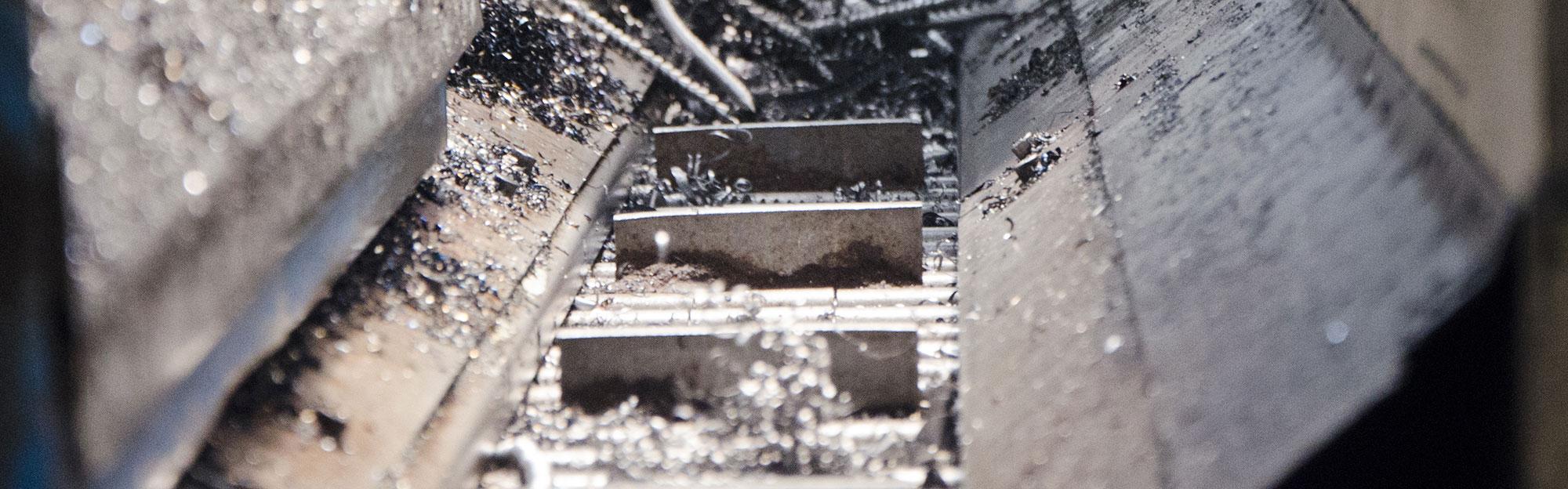Shaving extractors for machine tools