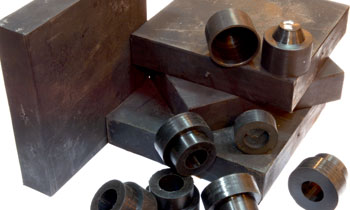 Support and anti-vibration wedges for machines